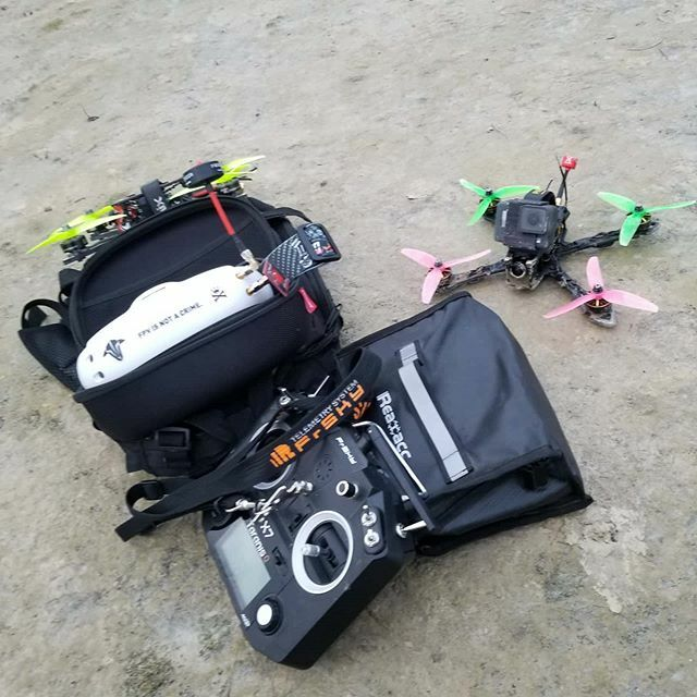 Tempest outside but soon in the air !  #fpv #fpvdrones #fpvlife #quadaddiction #freestyle #drone #piratframes #piratsinthesky https://ift.tt/39ONNqepic.twitter.com/PXlXYX7LLW