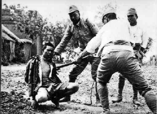 1000s of Singaporean men, women & children are being shot, beheaded, or used for live bayonet practice by Japanese troops: