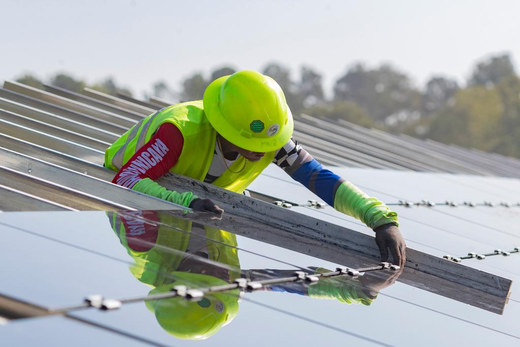 Construction of our new #solarfield in #NorthCarolina has been underway and we're so excited! Learn more about our investment in #solar and commitment to helping the environment: https://bit.ly/2O3lfAGpic.twitter.com/RHFaynvgZ6