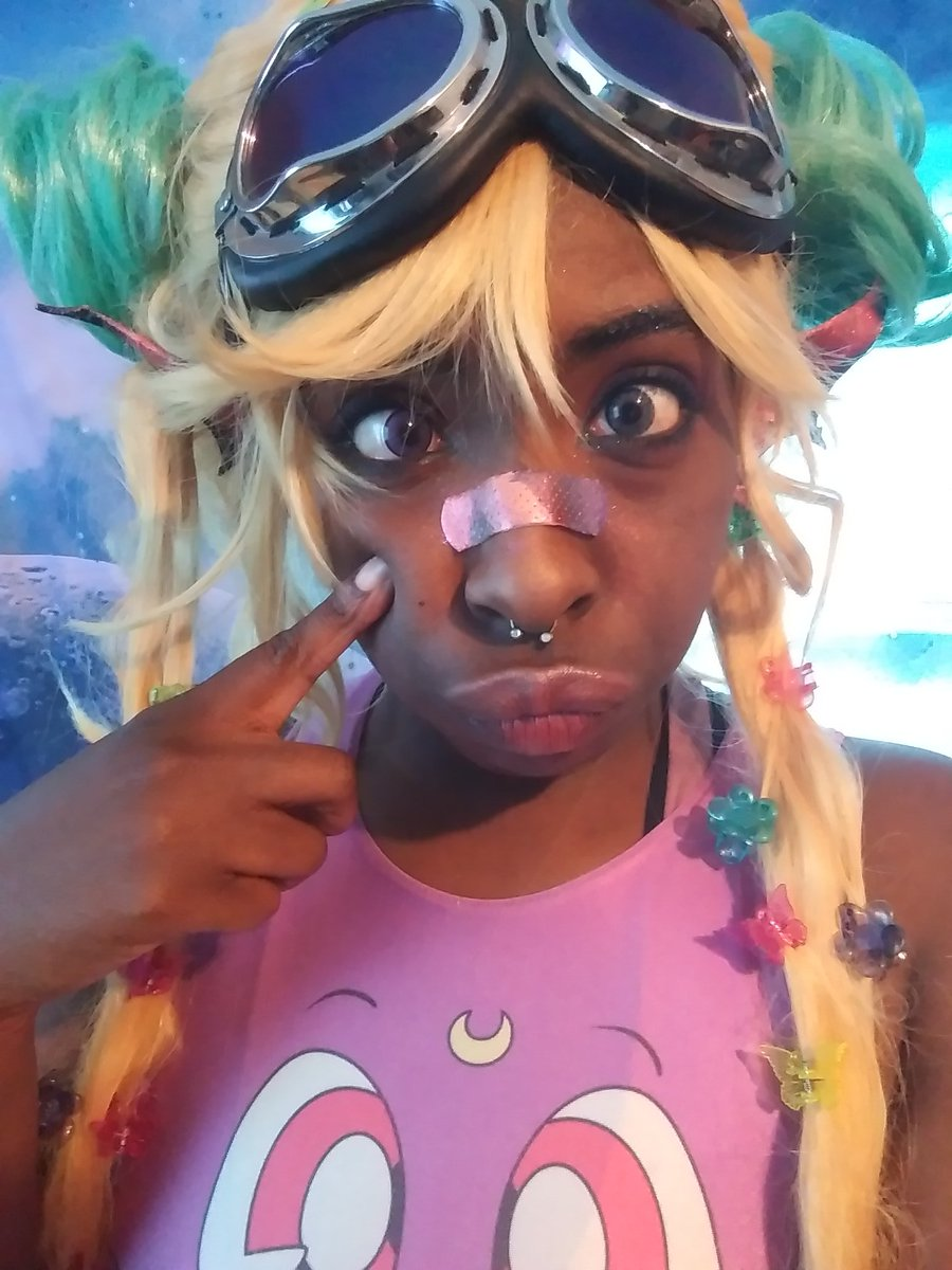 """""""What did you want to be when you grew up?"""" Me: """"Magical!"""" #melaninmagic #BlackGirlMagic #cute #cosplayer #buns #sailormoon #Luna #quirky #anime #90sbabypic.twitter.com/gMlTxmUeDw"""