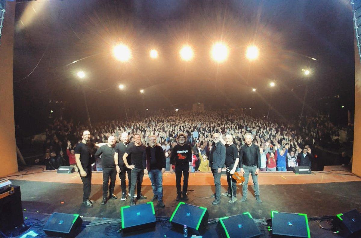 . @pfmufficiale: 'Grazie Montecatini!  #pfmcantadeandréanniversary #montecatini #pistoia #toscana #pfm #onstage #bandphotography #concertphotography #grazie #montecatiniterme #premiataforneriamarconi #teatroverdimonteca… pic.twitter.com/xYxGfcKaZp, see more http://tweetedtimes.com/v/10777?s=tnp