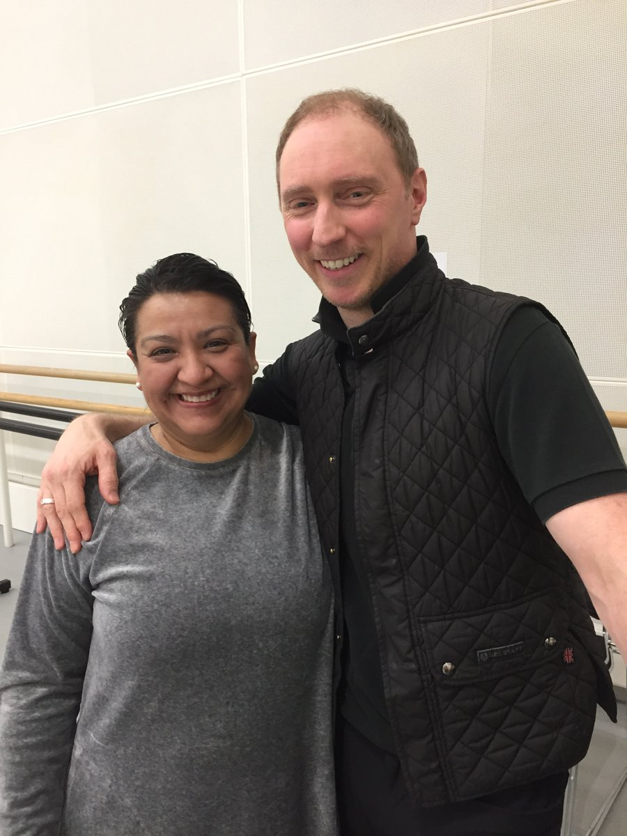 Thanks for a wonderful class @Bennet76 ! @EverybodyBallet First class in almost 3 years; this was a GREAT way to get back in the studio. Thanks for bringing me @MariaWNorris  #ballet #adultballet #balletclass pic.twitter.com/7DNq1sp3N1