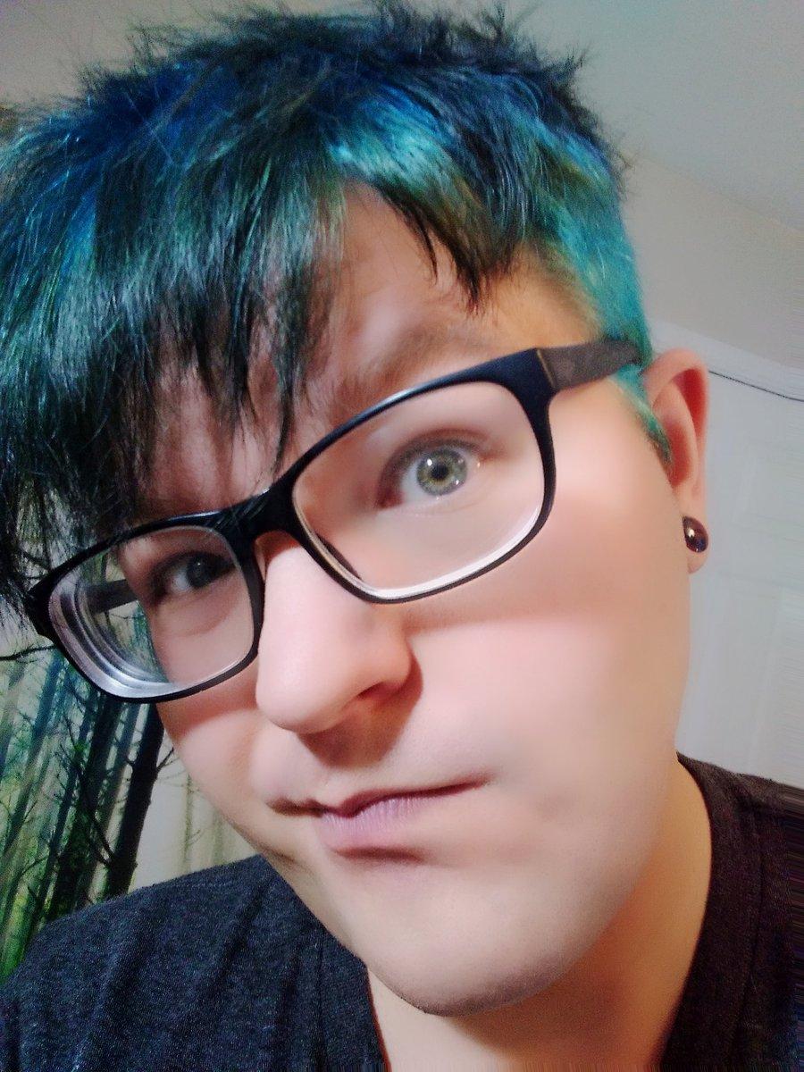 Blue hair don't care hahahha #Cirruskye #CirrusSkies #Hairdays #Folkpunk #Funnyfaces #Singersongwriterpic.twitter.com/u73if0NELC