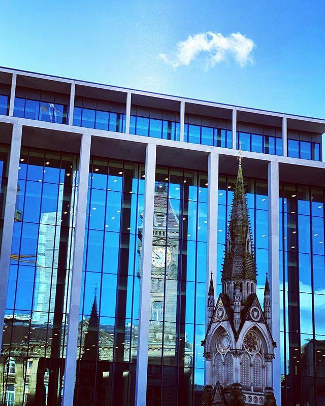 Is that.......BLUE sky!?!?!!! Whaaaat?? #birmingham #brum #igersbirmingham #bhamgram #independentbham #bhamcity #city #reflection #sky #bluesky #urban #uk https://ift.tt/38LSoJLpic.twitter.com/N2MpvzB5dG