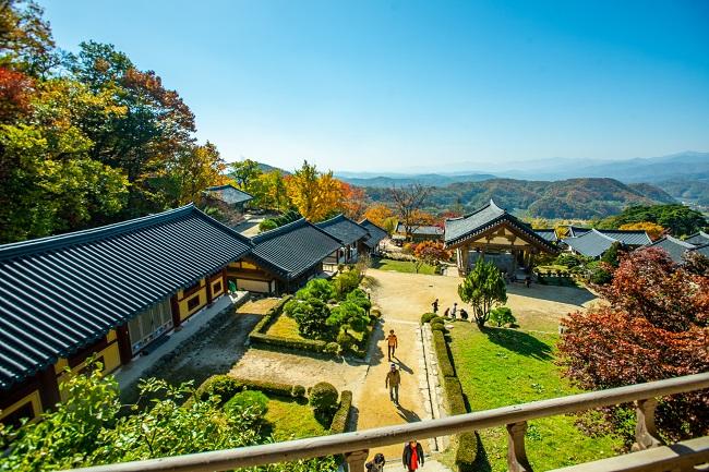 CNN a récemment publié une liste des 33 plus beaux #temples de #Corée !  Pour en savoir plus, cliquez ici https://bit.ly/2ud3VTcpic.twitter.com/z9RTOZBqFY