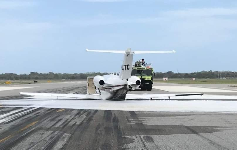 A Cessna Citation landed at Daytona Beach Airport without landing gear. No one was hurt. #DaytonaBeach #cessna #aviation #avgeek #avgeekspic.twitter.com/AaTWeXbLnz
