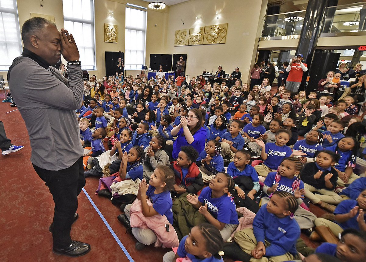 Wilmington Public Library hosts LeVar Burton for storytime with children dlvr.it/RQRqYN