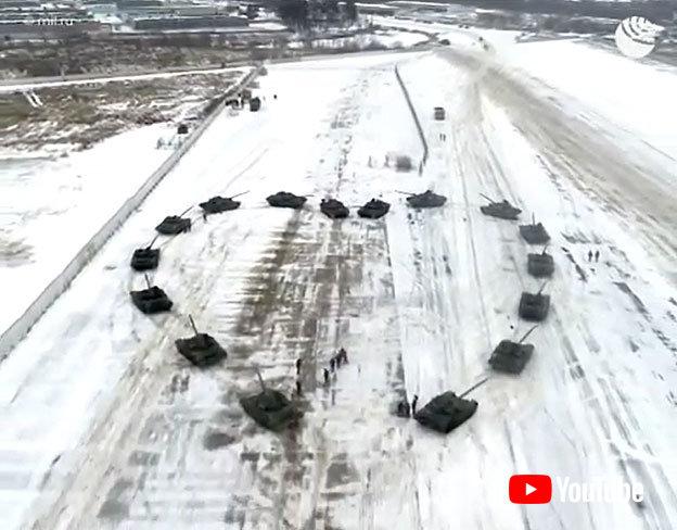 さすがロシアさんや……これがロシア流バレンタインだ プロポーズになぜか戦車隊が出撃、ハートの形で包囲してしまう  @itm_nlab #おそロシア