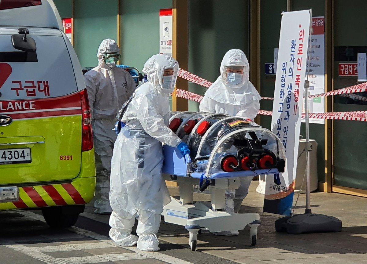 South Korea sees a surge in #coronavirus cases....How confident are experts that the virus has been contained at this point?... https://www.nytimes.com/2020/02/21/world/asia/china-coronavirus.html …  #CoronavirusOutbreak #familytravel #safetravels #traveller #coronaviruschina #safety #travelwithkids #travelpic.twitter.com/wrfeo8h2cy