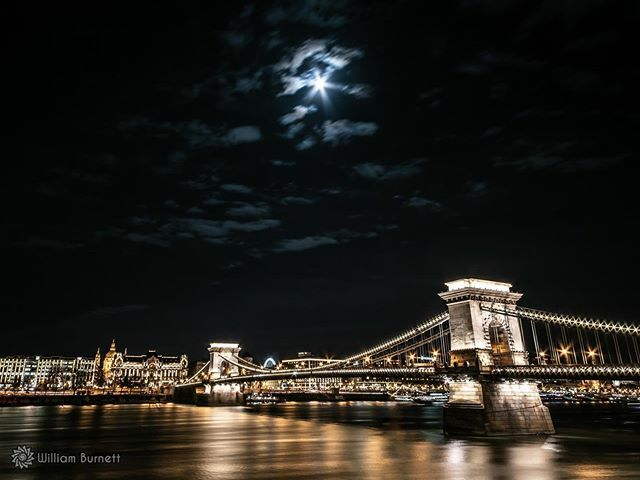 Moon over Budapest  #citybestpics #longexposure_shots #agameoftones #night_shooterz #ig_masterpiece #longexpo #thisisbudapest #ig_budapest #welovebudapest #nikonphotography #nikontop #nikon_photography_ https://ift.tt/2V7BkK2 pic.twitter.com/LtwMJobhmw