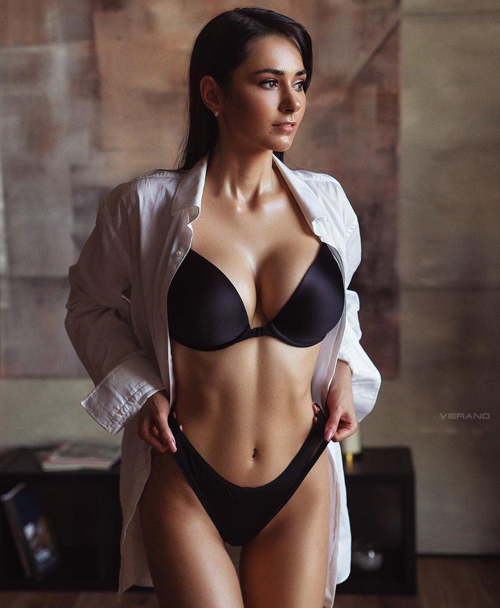 Body Goals...  : Helga Lovekaty #fitnessbody #fitnessGoalspic.twitter.com/JhqYDKb6O5