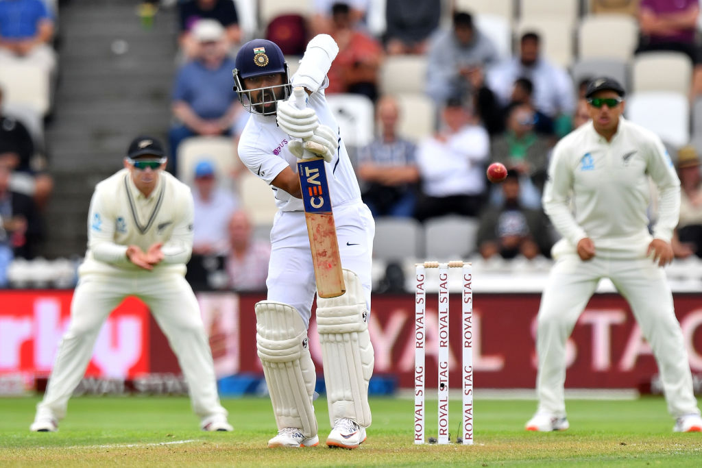 It's tea in Wellington!  New Zealand made further inroads in the second session, but Ajinkya Rahane and Rishabh Pant have offered solid resistance.  #NZvIND Scorecard   http:// bit.ly/NZvsInd9    <br>http://pic.twitter.com/tMg7Jwd3GV