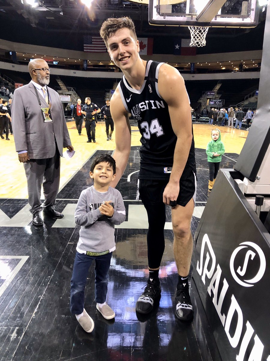 Tonight's player of the game is Daulton Hommes! He posted 23 points, 7 rebounds, 3 assists and 2 steals in 26 minutes! He met our fan of the game, Adrian, after tonight's win! #ATXSpurs15
