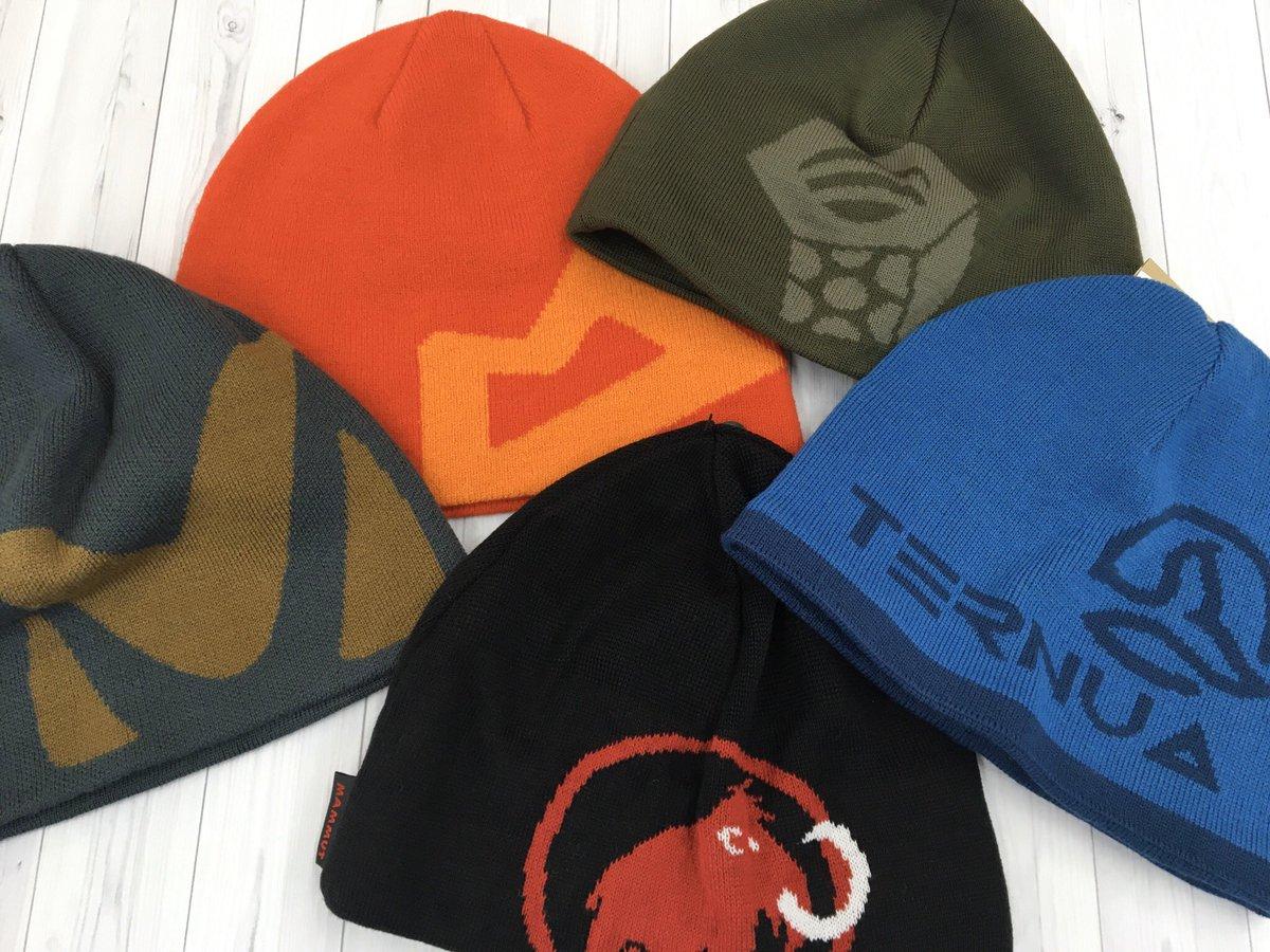 #川越店 冬の定番ニットキャップ。色、柄、素材、迷うところではありますが、たまにはブランドを思い切り主張したキャップはどうでしょう?ロゴを見れば分かる人には分かるデザイン。ノースフェイスの定番キャップも人気です。#石井スポーツ #帽子 #キャップ