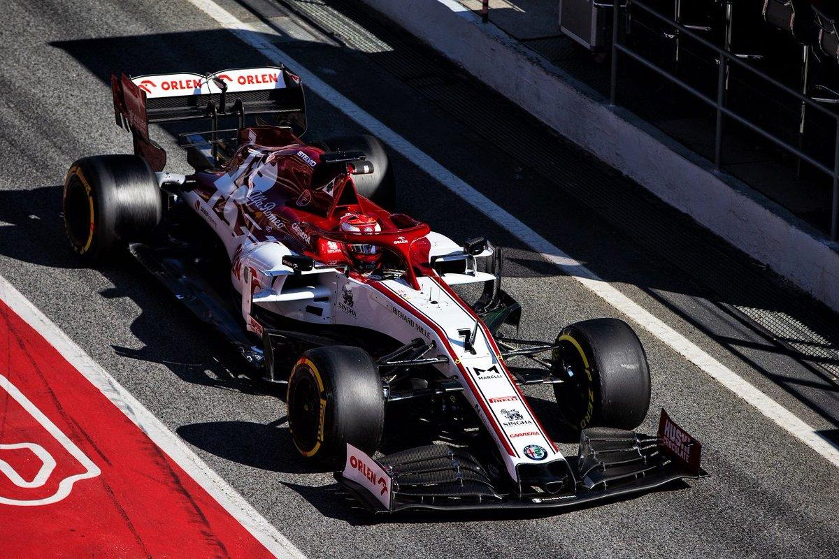 ライコネンが最速も今年初の赤旗もたらす。メルセデスが革新的ステアリングシステム『DAS』を投入/F1バルセロナテスト2日目 https://www.as-web.jp/f1/567498 #2020年F1新車 #F1 #f1jp #メルセデス #ライコネン