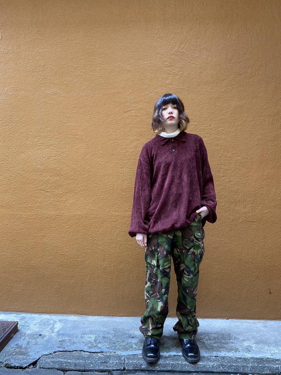 90s Long sleeve knit polo shirts90s British army DPM combat trousers Dr.Martens 8hole bootsベロアっぽく光の濃淡の表情がるポロシャツオーバーサイズでゆるく迷彩パンツにブーツでボーイッシュに
