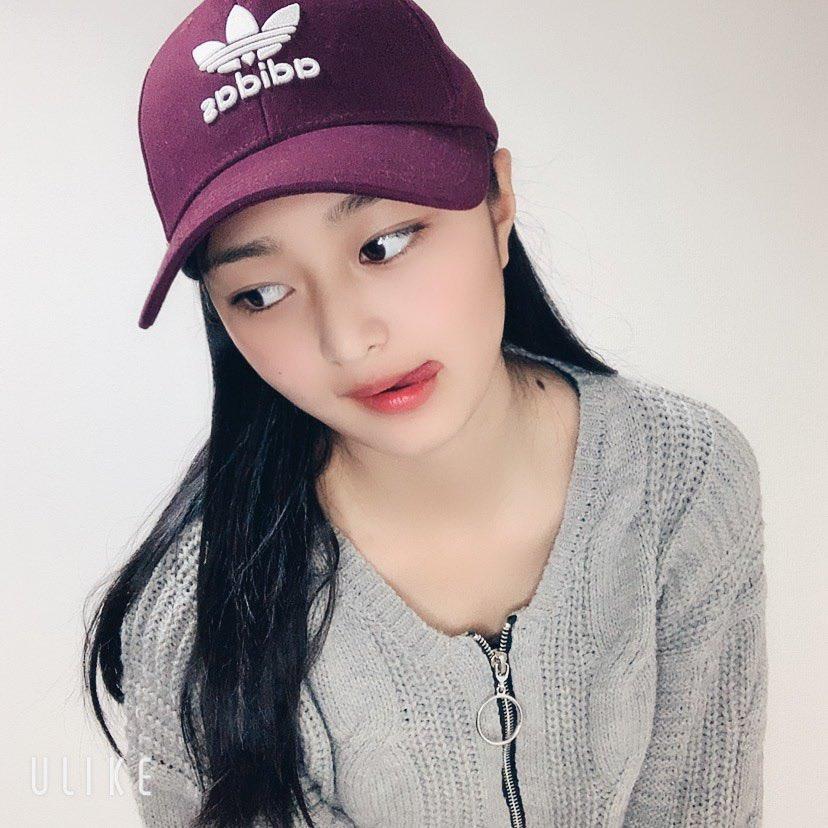 私の好きな帽子と鞄です♡🧳🧢 帽子はワインレッドの色が良くて☺️そして鞄はキラキラしててすごく可愛い😍✨  #帽子 #鞄 #cap #bag #adidas   #山口夢菜 #ゆな #yuna #女子高生 #JK #コスメ #メイク #happy #smile #high #school #girl #高中女生 #笑一笑 #快乐的