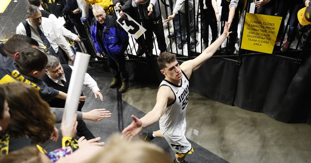 Arizona State tops No. 14 Oregon 77-72 for 6th win in a row #IowaHoops   https:// fanly.link/945433f591     <br>http://pic.twitter.com/6SnnX76yzk