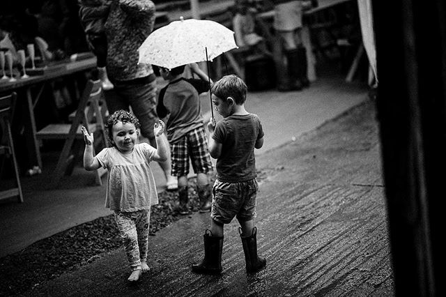 Don't let this weather get you down! Wake up and embrace the rain, along with whatever else life throws your way. #dancingintherain #rainydays #stormyweather #umbrella #wedding2019 #playful #weddingguests #familyphotography #instawed #ukphotogra… https://ift.tt/38NQ2Kepic.twitter.com/cZQbW2GC9J
