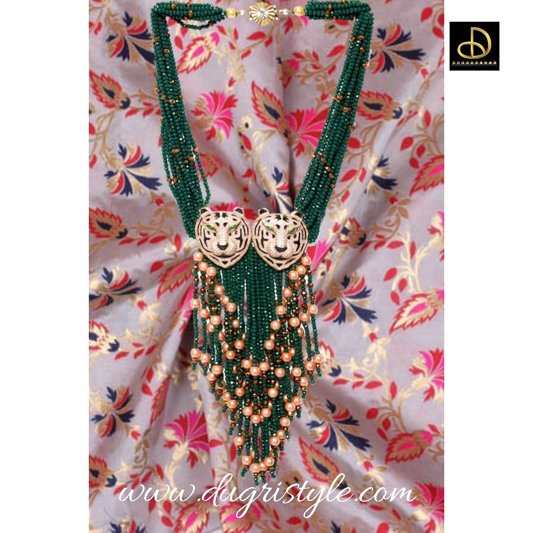 Here is another gorgeous #BEAUTY 💫 By #Dugristyle ✨ Jewellery customisation is also available Visit us on  Call or Whatsapp on +919971157774  #jewellarylover #earrings #love #jewellerydesigner #jewellarymaking #jewellary