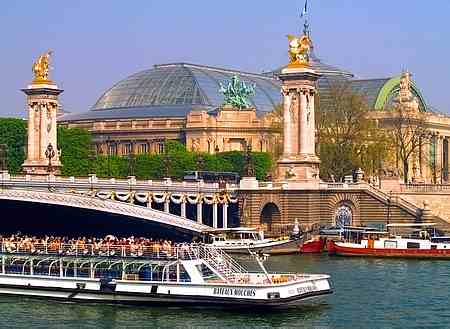 Trip on the river Seine in #Paris   #France #travel