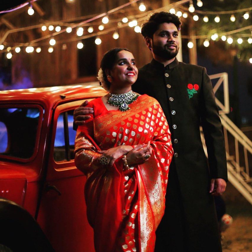 """A successful marriage requires falling in love many times, always with the same person."" .. @Attire_KunalSid  .. .. Styling - @syamg84  .. #indianwedding #fashionwear #madetomeasure #hautecouture #bespoke #fdci #lakmefashionweek2020 #LondonFashionWeek #latestdesign #bandhgalasuipic.twitter.com/9P41BLFF1h"