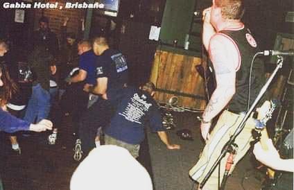@viciouscircle66  in the 90s Gabba Hotel Brisbane #punkrock #punkmusic #PUNK #photo  #circlepitpic.twitter.com/ObBPE8X3Hg