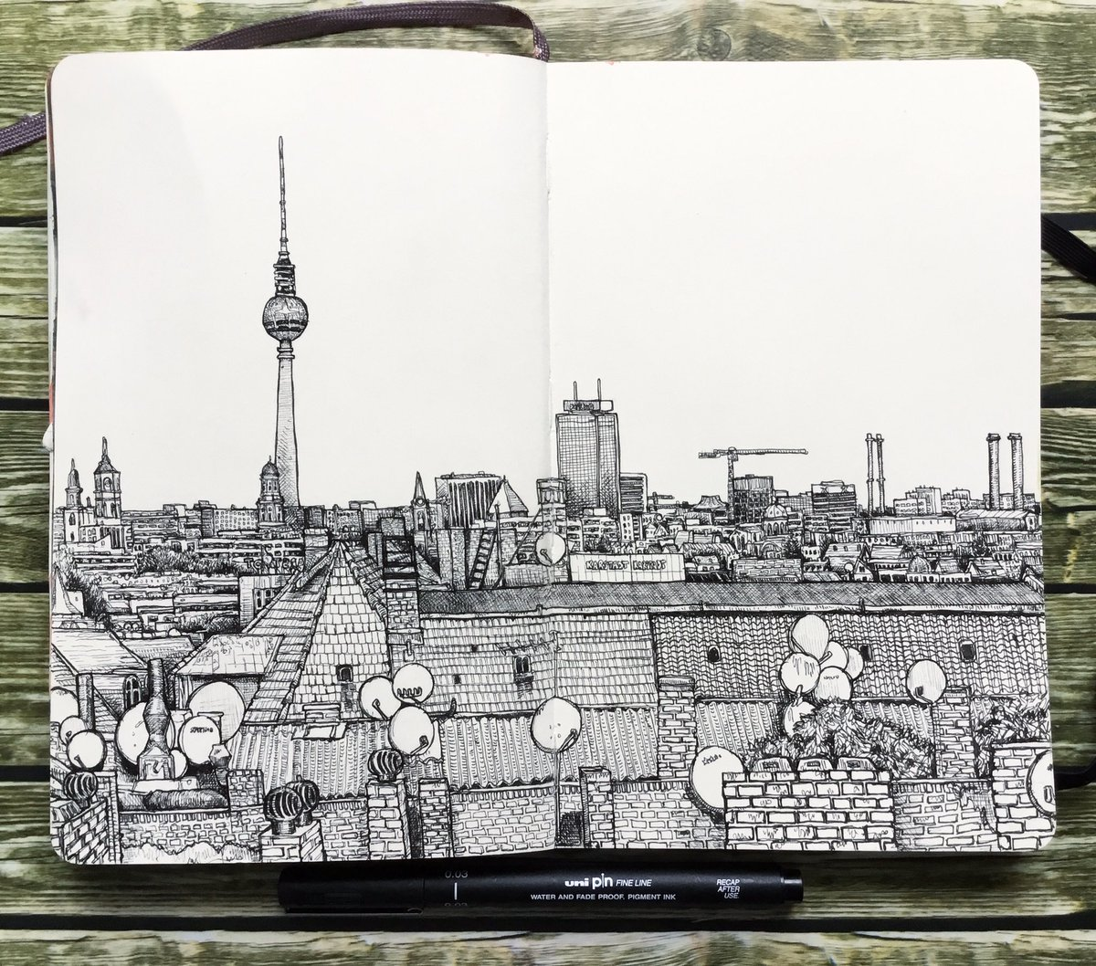 #Berlin #Kreuzberg #drawing in my #moleskine #sketchbookpic.twitter.com/pgQfHKQDc3