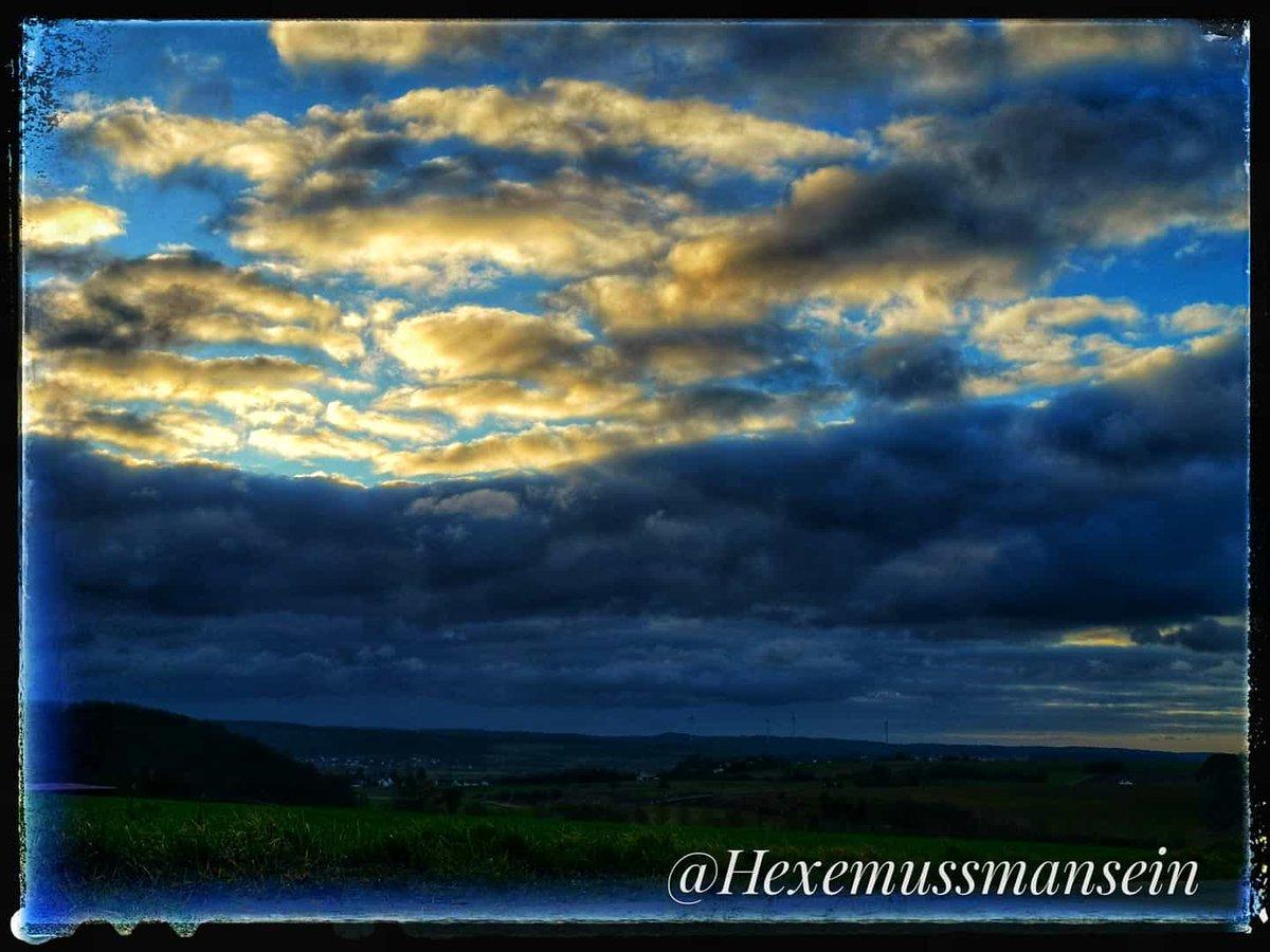 #Hunderunde #Wolkenbilder #Sonnenaufgang #Naturpic.twitter.com/sHZFBZ1tdh