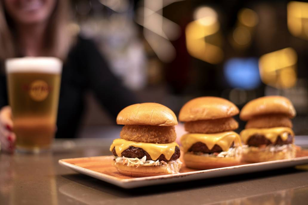 I slide, you slide, we slide...together 🍔🍔🍔 The weekend of togetherness!!!  #sliders #slidersforall #threeisbetterthanone #burgers #foodbugs #Friends #foodfordays #hardrockcafejohannesburg #nelsonmandelasquare #legendsonly #sandtoncity #tourism #wheretogo #FridayFriyay #friday