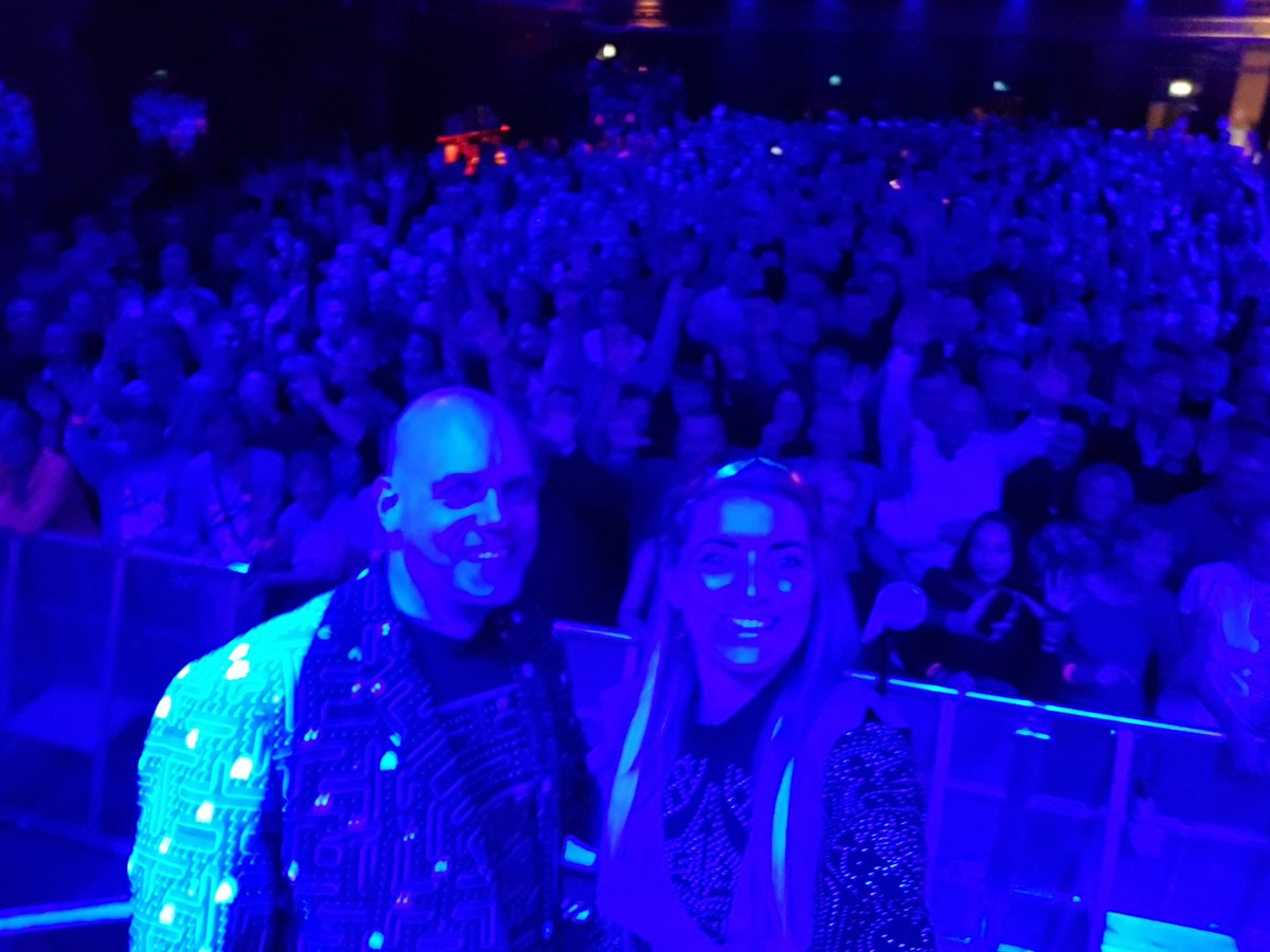 We took this selfie 🤳 together with the audience in Stockholm (Berns) 2 weeks ago. We will definitely return⭐️ 🎥   🎶  #omd #souvenir #tour #support #gig #live #concert #softwave #fantastic #venue #audience #selfie