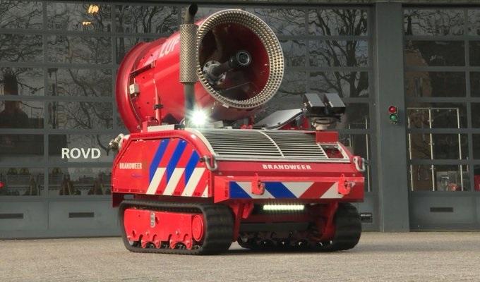 Blusrobot nieuw hulpmiddel voor brandweer Haaglanden https://t.co/s1GwF5qIQn https://t.co/8VicDtgdLe