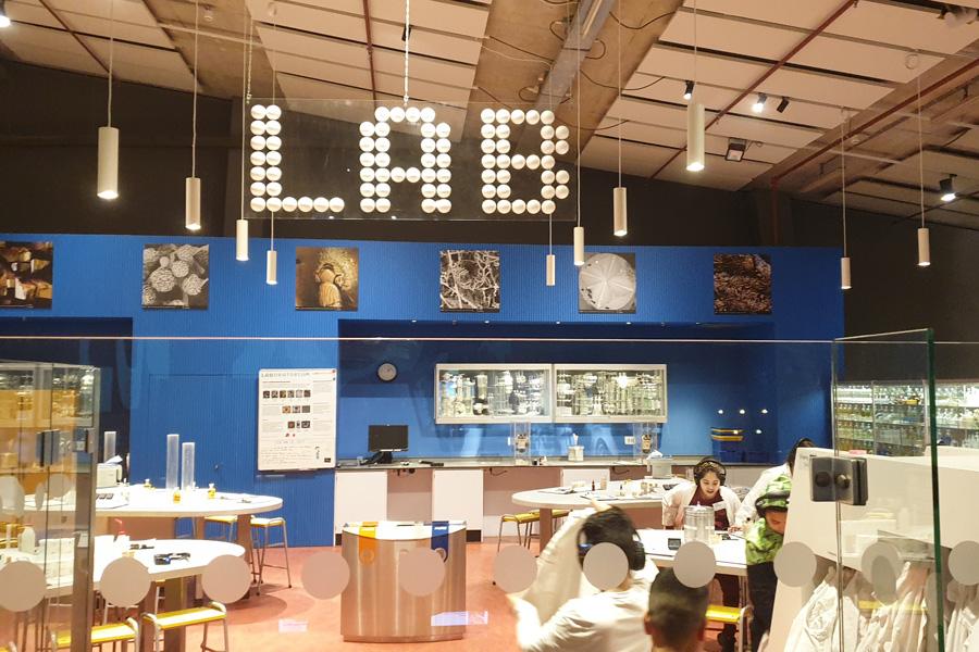test Twitter Media - @IMCBasis in februari: vak Techniek. Met bezoek aan @NEMOamsterdam m.m.v. @Shell_Nederland. Labproefjes en museum verkennen. En @WerkTalentGroep op school over werken in techniek in regio. Ook gastles door José Bosschaart @AvriSchoon. Leerzaam! Dank! https://t.co/ntvZws4cGy https://t.co/9u5bU1py5n