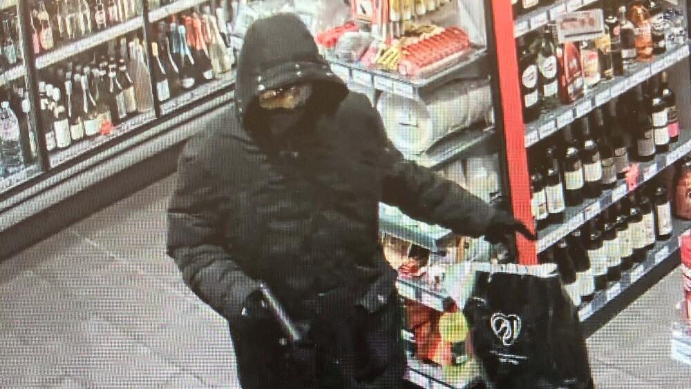 Überfall in Kreuzlingen TG: Vermummter Pistolen-Räuber überfällt Tankstellen-Shop http://dlvr.it/RQSmdFpic.twitter.com/tP8ZICPKz4