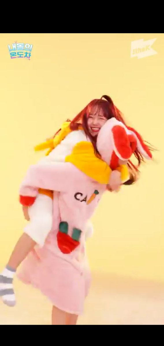 Weki meki really be out there dazzling people. I can't  even study. That gap crush video is too much to handle. #GAPCRUSH_WEKIMEKI<br>http://pic.twitter.com/ghKMBov3g0