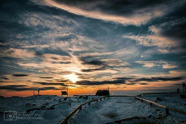 Je steiniger der Weg, desto wertvoller das Ziel.  #brocken #brockenplateau #brockengipfel #blocksberg #harz #schnee #snow #schneelandschaft #sonnenuntergang #sunset #sunsetlover #harzmountains #foto_follower_loop #fotografie #photography #hobbyfotografie… https://ift.tt/2HEEUUepic.twitter.com/jnw1IEdMyD