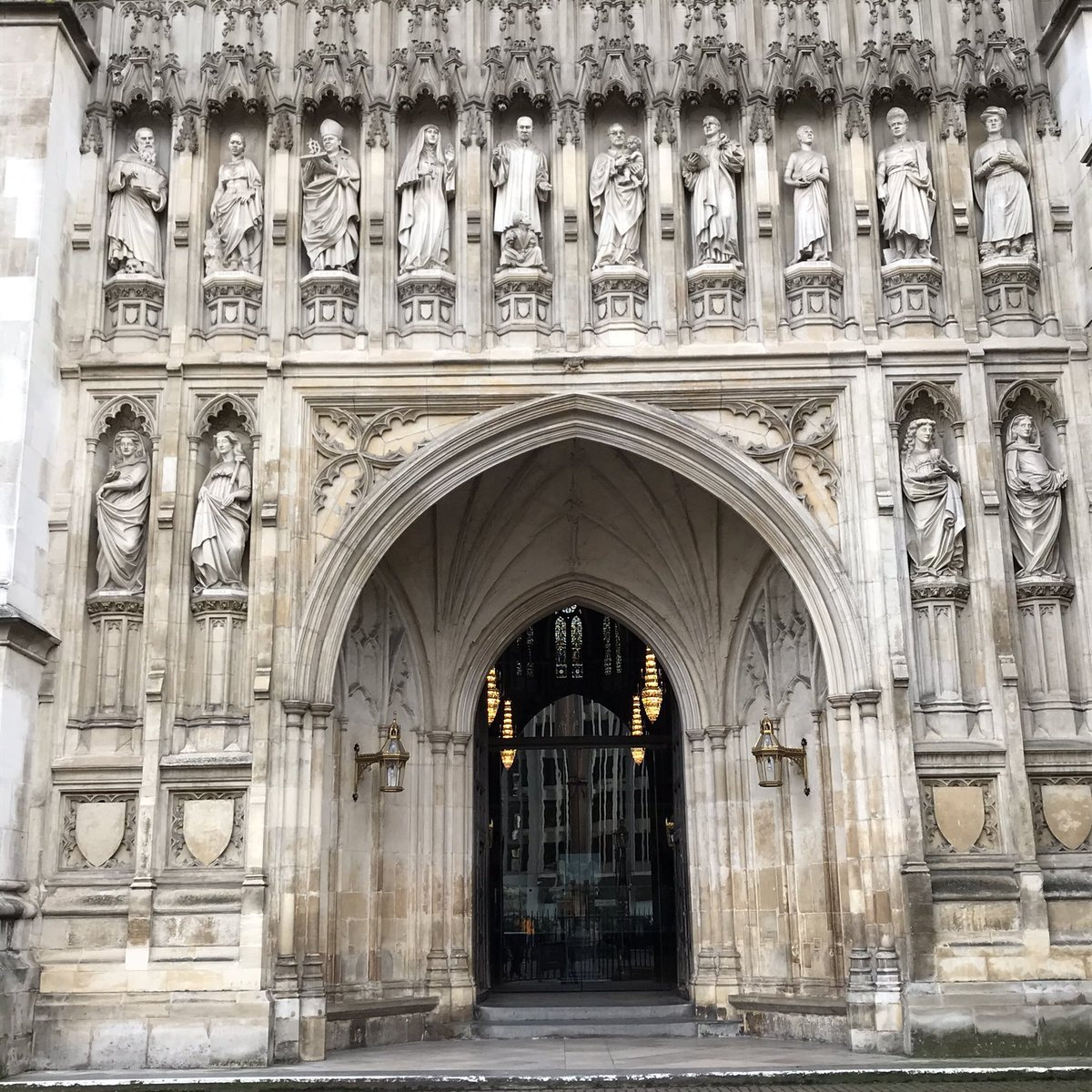 As our country backslides into racism and demagoguery, Martin Luther King stands above the entrance to Westminster Abbey. At least one of our countries knows whom its heroes are.  #MLK #WestminsterAbbey #London #UK #WinterVacationpic.twitter.com/9kTA7ygUDi