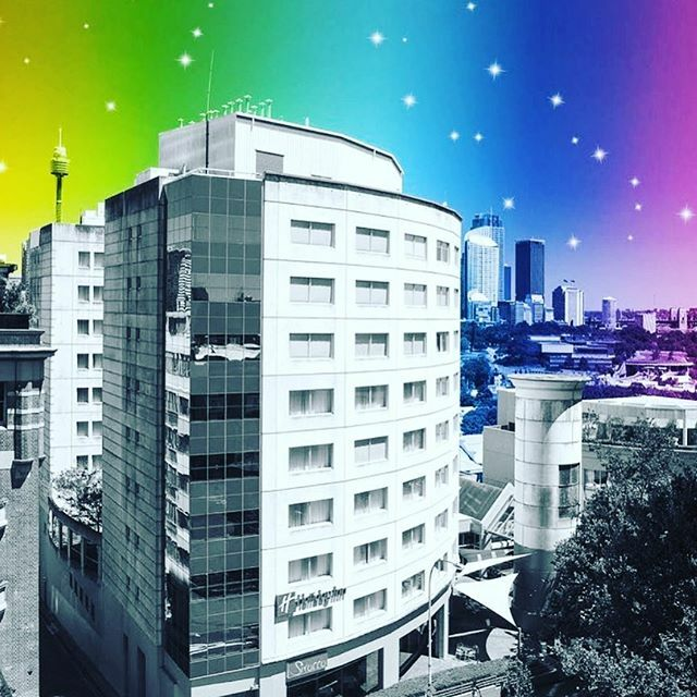 MARDI GRAS specials at Holiday Inn Potts Point. $10 rainbow cocktails  and 20% off the food that goes with it. #pottspoint  #sydneymardigras #eastsidesydney #sydneylocal https://ift.tt/32iLjxY pic.twitter.com/2Q7o0Wlrgw