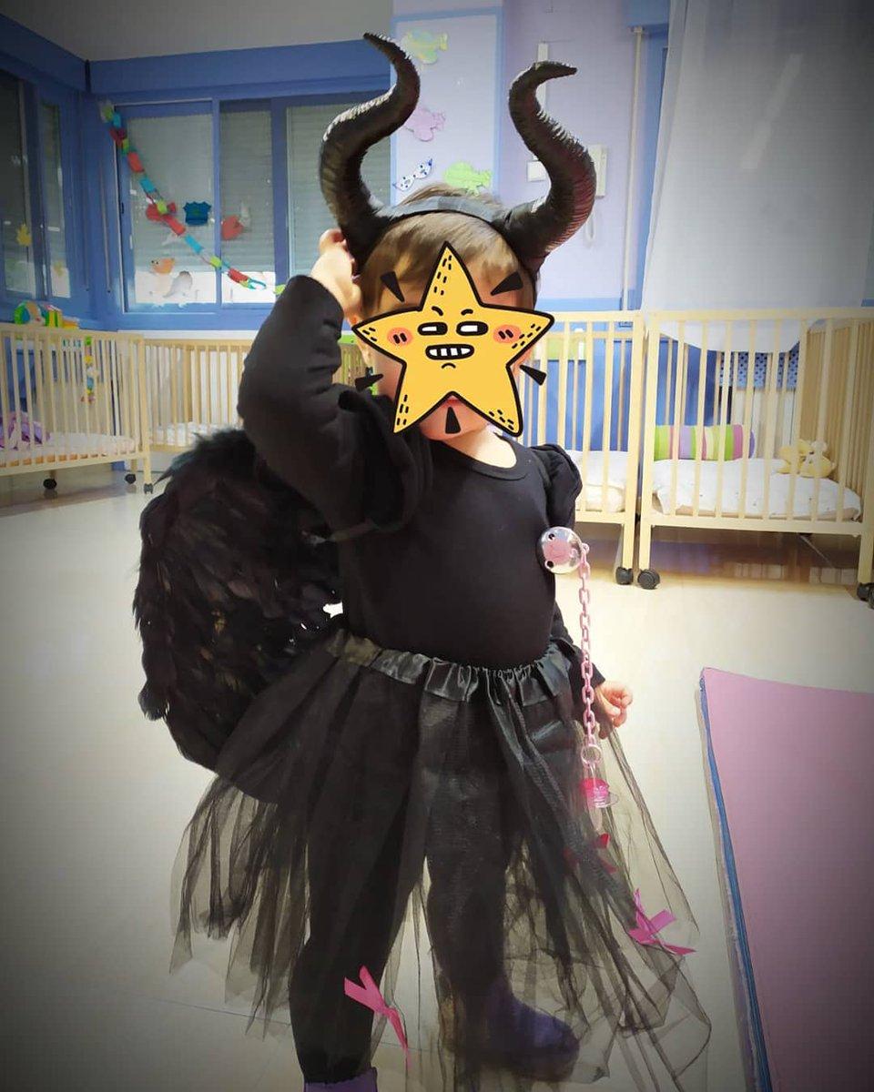 Hoy os dejo una pieza muy especial, esos cuernos de #malefica hechos para el disfraz de mi #pequeña   #3d #3dprinter #3dprint #3dprinting #maleficent #disfraz #carnaval #child #children #niños #baby #cosplay #costume #devil #aneta8 #AM8 #VictorBautista #VB #art @Sakata3D