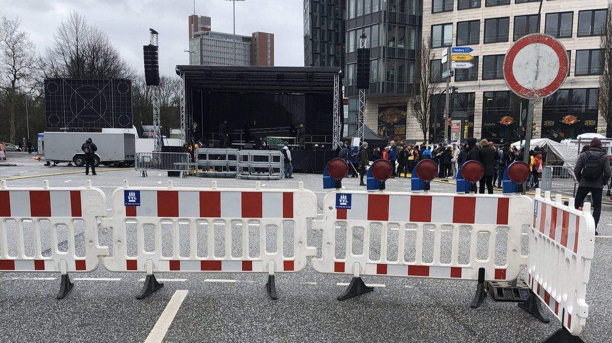 Die Bühne steht. Wir freuen uns auf euch! 💥 #HamburgWähltKlima #moin2102