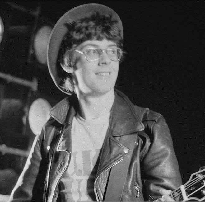 Happy Birthday #JakeBurns   Stiff Little Fingers 'Alternative Ulster' (live)   'Take a look where you're living You got the army on the street And the RUC dog of repression Is barking at your feet'   https://youtu.be/nTO7nXw4StY via @YouTubepic.twitter.com/KbkVmO3WF9