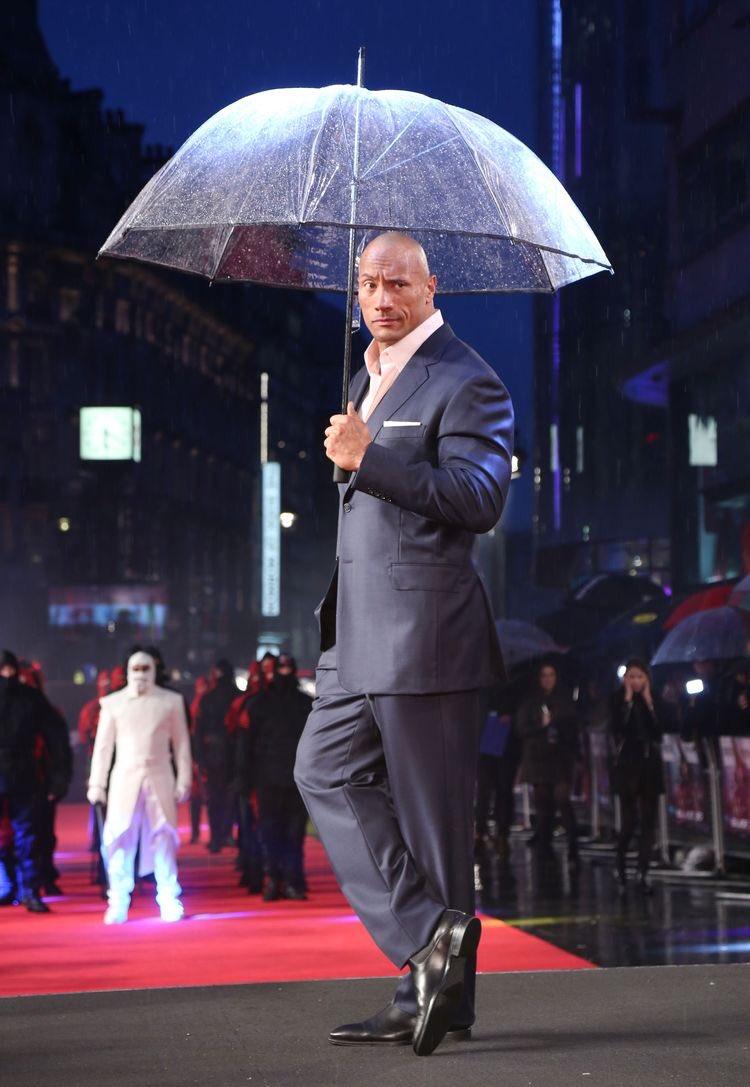 傘を差してるロック様を見たら雨の日のプレミアも逆に良い