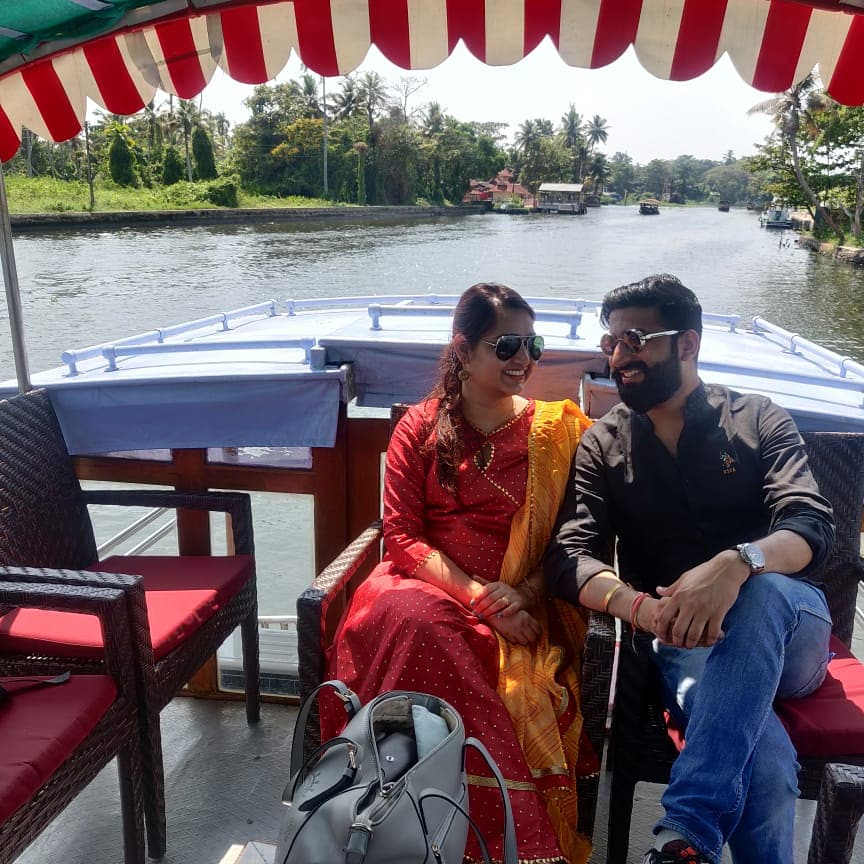Creating Happy Traveler.. Guest from Paryatan Guru enjoying their Honeymoon in Kerala #kerala #honeymoon #honeymooncouple  #keralaholidaypackages #keralahoneymoonpackage #keraladiaries #Backwate #nature #lovetotravel #naturephotography #TravelwithParyatanGuru #ParyatanGurupic.twitter.com/7A2n7Yv7xo