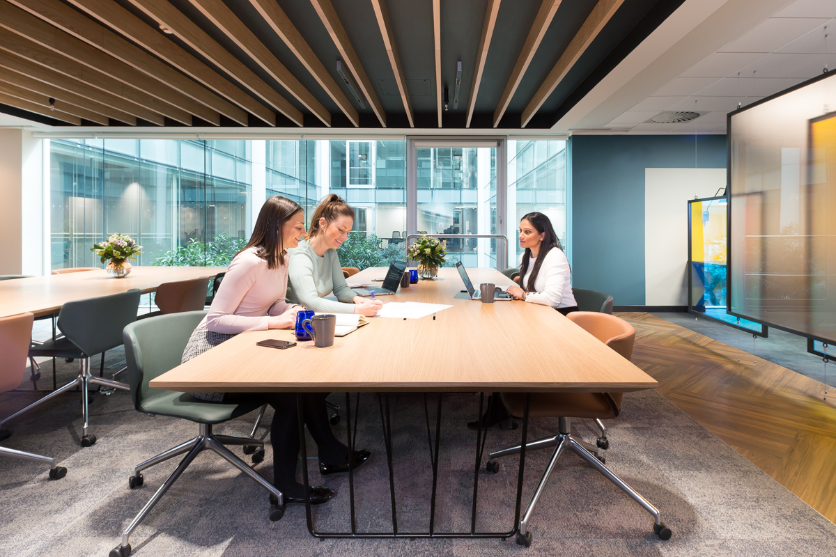This morning you want the quiet of a private office. At midday, you crave social space. By 5pm your team needs a meeting room. An office package at Landmark gives you Club Space membership and access to every kind of workspace.  #Londonoffices #privateoffice #membershipincludedpic.twitter.com/RoaKiSR1Tj