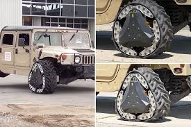 Why not reinvent the wheel if a round one won't get you there?  Check out the Reconfigurable Wheel Track invented by @DARPA and @CarnegieMellonU: http://ow.ly/3l8S50ymzT1 #innovation #science #worldofinnovation #RWT #reinventthewheel #tomorrowsworldtodaypic.twitter.com/kVJ5j5xPYz