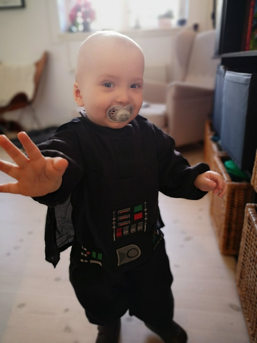 test Twitter Media - I don't often share pictures of #SonOfBarl0we on here, but this is too damn cute: he's dressed up as Darth Vader for his first Fastelavn! (it's like Danish / Scandinavian Halloween but mostly for kids and not scary).  ❤️ https://t.co/39DsExLFyD