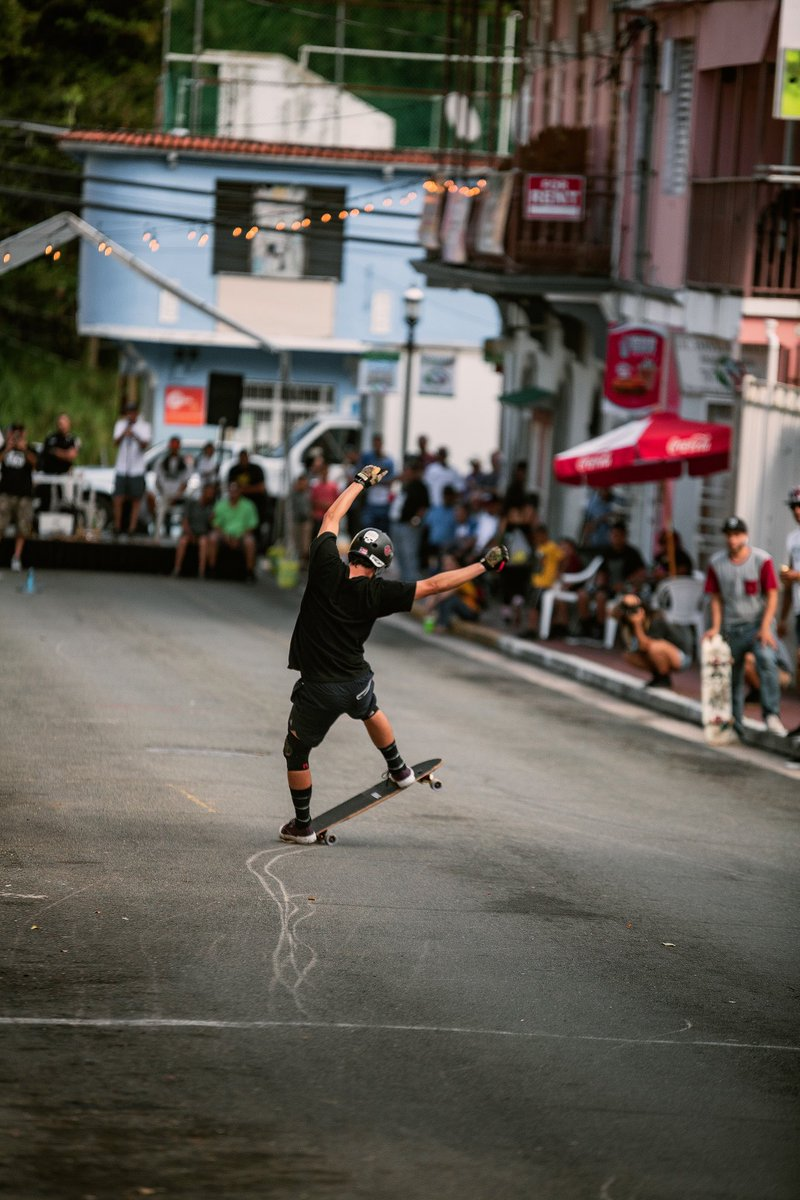 Send it!   : @skateromero21   #arbiterkt #keepingitholesom #fastfreeride #pr #skaters #longboardingisfun #fun #skatefast #skateeveydamnday #skateeverything #skateart #skatelifestyle #skatefam #sideordie #fast #skateordie #skate4life @oslongboarding @holesomrider @RDVXGrip pic.twitter.com/g4qyhoRmew