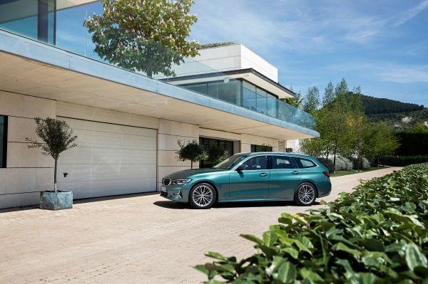BMW Serie 3 Touring, todo lo que necesitas para disfrutar del placer de conducir, sea cual sea tu forma de vida. #THE3   👉🏻 http://bit.ly/2Zq0IJQ