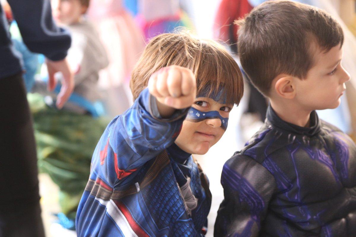 Los alumnos de Ed. Infantil han venido hoy disfrazados para disfrutar de este viernes de #CarnavalSC20, en el que han podido presenciar un espectáculo de superhéroes como Spiderman, Hulk, Wonder Woman... pic.twitter.com/2Vz4zxT6NX