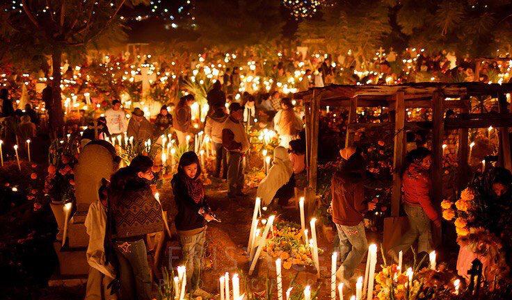 リメンバーミー、実際のメキシコの死者の日のお祭りも本当に綺麗で良いんですよね